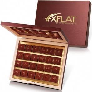Alkoholfreier Adventskalender mit 24 Pralinen in edler Holzschatulle und individuellem Golddruck
