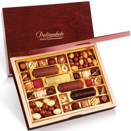 """Exklusive Schokoladenvielfalt """"Klassiker"""" in edler Holzschatulle"""